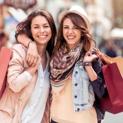 jeunes femmes faisant du shopping, prestation accompagnement shopping